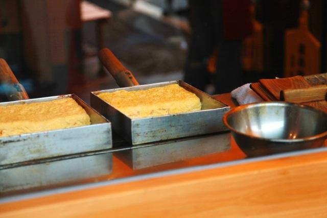 日本酒おつまみ卵焼き卵を焼く