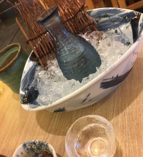 氷で冷やした日本酒の例の画像