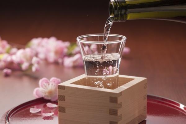 日本酒と升の組み合わせはもっきりという説明の画像
