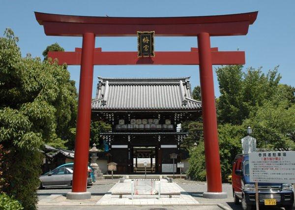 京都にある日本酒三大神社の1つ梅宮大社の画像