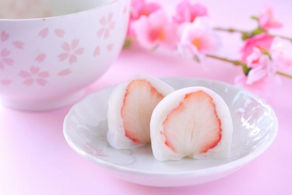 日本酒の和菓子のおつまみの大福の画像
