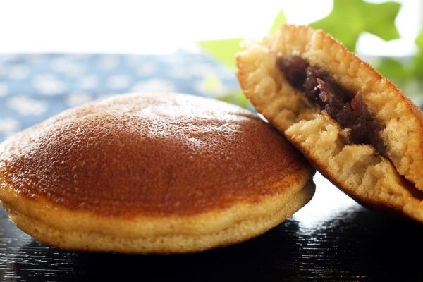 日本酒の和菓子のおつまみのどら焼きの画像