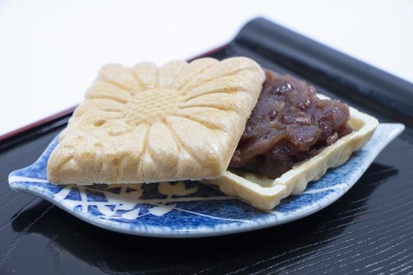 日本酒の和菓子のおつまみの最中の画像