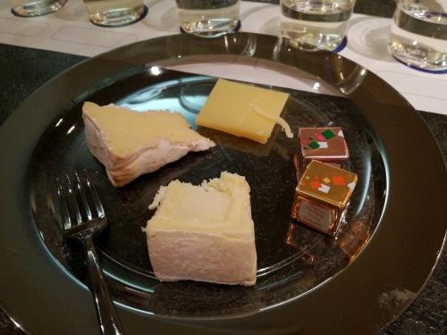 日本酒ナビゲーターの授業内で日本酒と料理のマリアージュ体験をしたチーズの画像