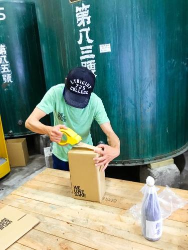saketakuの日本酒梱包作業の画像