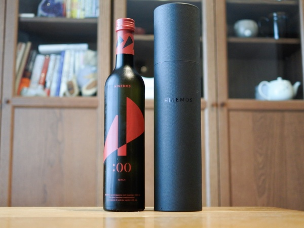 芳醇な旨味と酸味のおしゃれ系日本酒「HINEMOS ICHIJI」の包装の画像