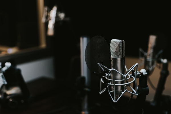 日本酒ラジオ音声配信「さけばやしラジオ」のイメージ画像