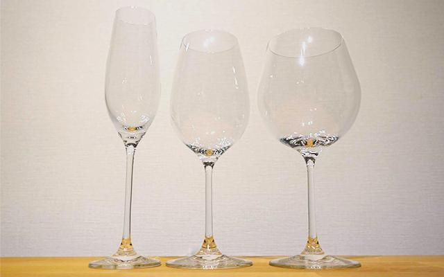 日本酒の酒器として使うワイングラスの画像